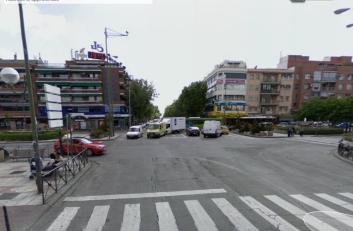 Vista actual de la plaza de Ciudad Lineal, desde el lugar donde se encontraban los furgones policiales